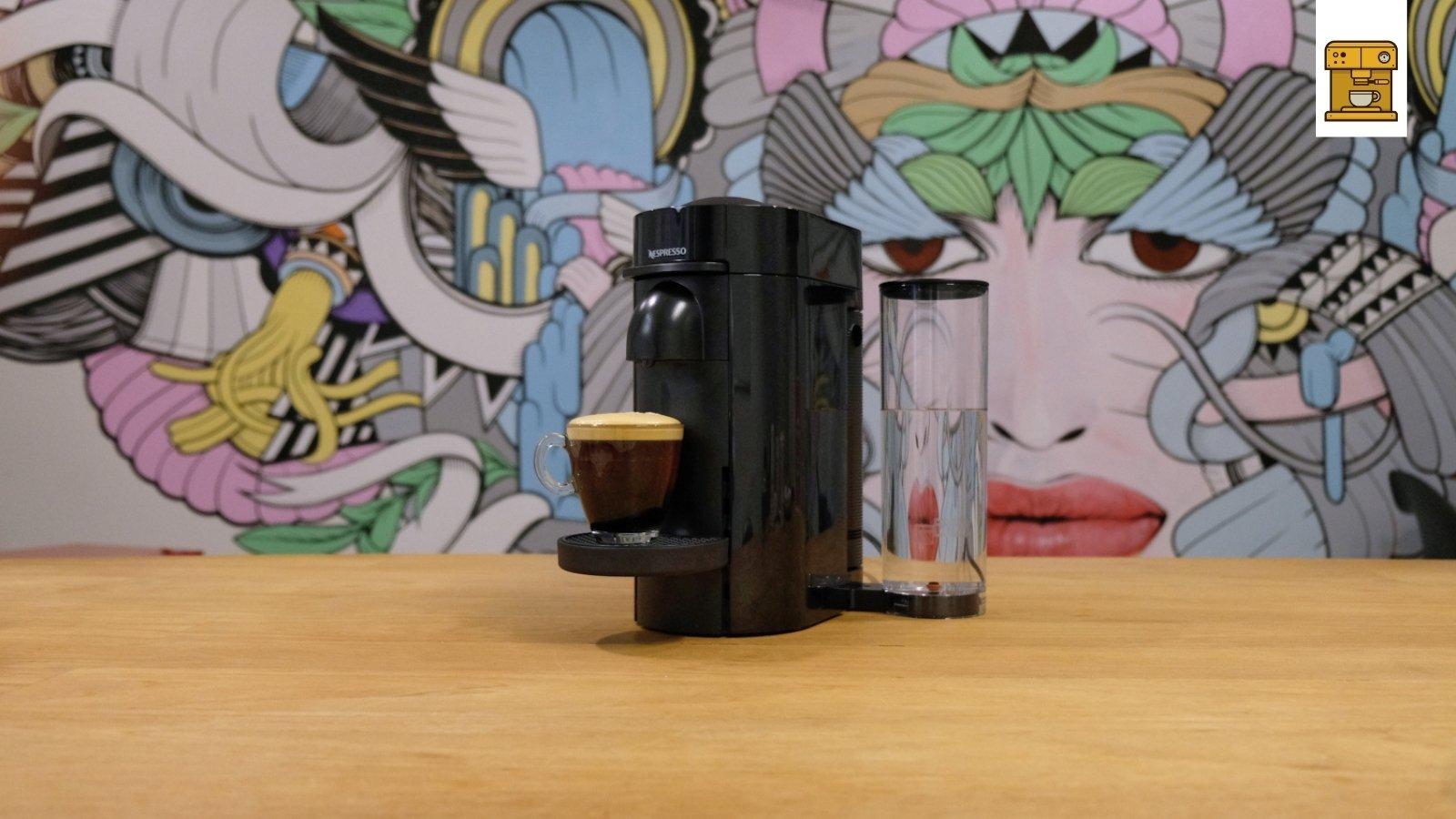 Nespresso Vertuo Plus op tafel